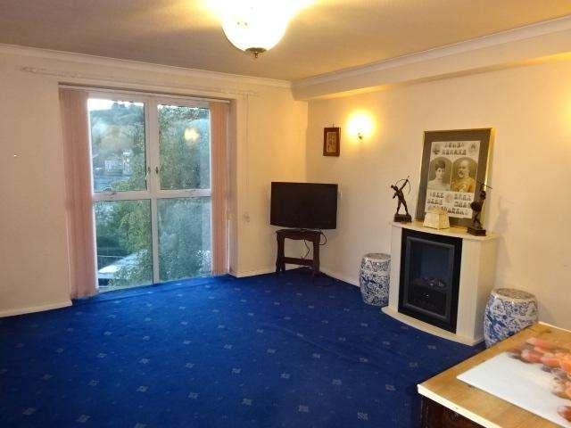 1 Bedroom Apartment Flat for sale in UXBRIDGE COURT, BANGOR LL57