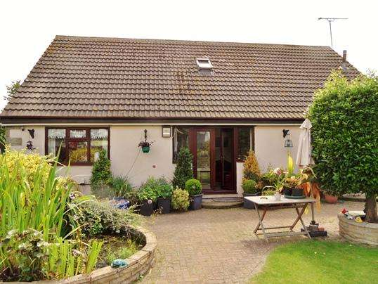 3 Bedrooms Bungalow for sale in Gwent Bungalow, Doncaster Road, Upton, Pontefract, WF9 1EB