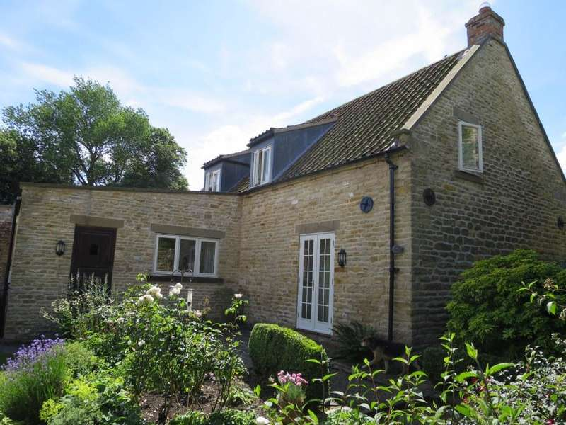 3 Bedrooms Cottage House for sale in Topham's Cottage, Westow, YO60 7NB