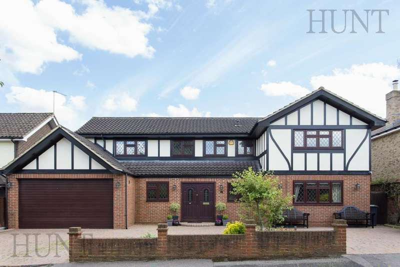 4 Bedrooms Detached House for sale in Stanmore Way, Loughton, Essex IG10