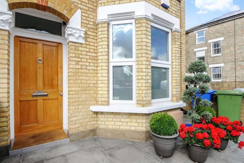 4 Bedrooms Semi Detached House for sale in Tyrrell Road, East Dulwich, SE22
