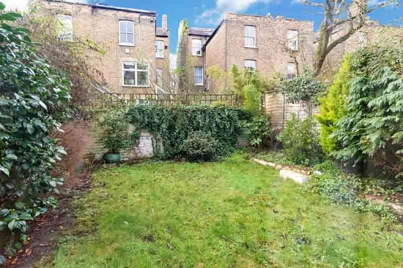 2 Bedrooms Flat for sale in Estelle Road, Hampstead Heath, London NW3