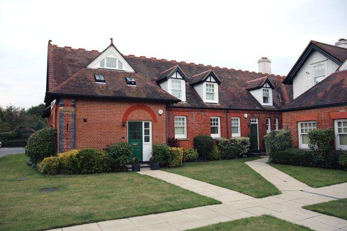 3 Bedrooms End Of Terrace House for sale in GREAT STONY PARK, ONGAR CM5