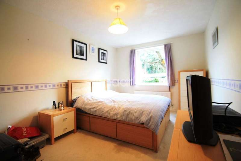 2 Bedrooms Flat for sale in Merrow, Guildford, Surrey