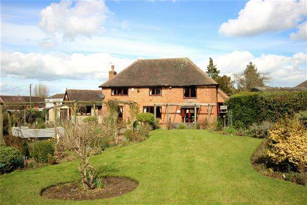 4 Bedrooms Detached House for sale in Meadow Cottage, Berkeley Close, Dunkirk, Nr Faversham