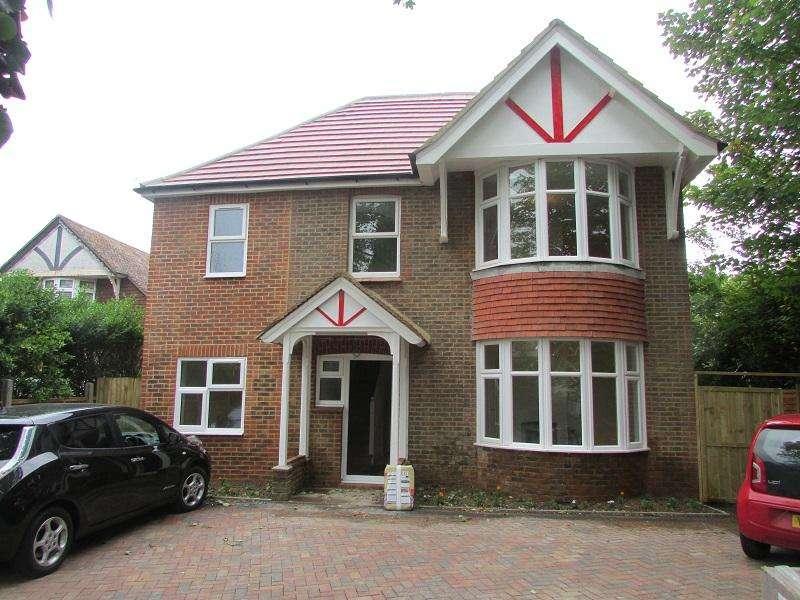 4 Bedrooms Detached House for sale in Ninfield Road, Bexhill TN39