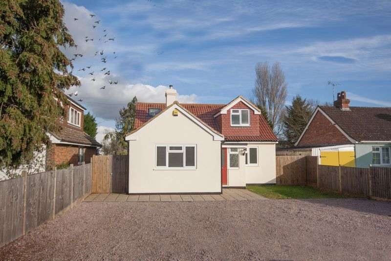 4 Bedrooms Detached House for sale in Detached chalet-style property - Station Road, Edenbridge