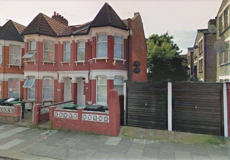 2 Bedrooms Flat for sale in Woodside Gardens, London