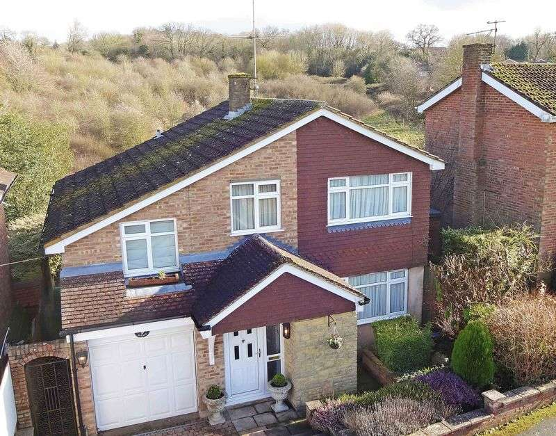 4 Bedrooms Detached House for sale in Beech Avenue, Lane End Village HP14