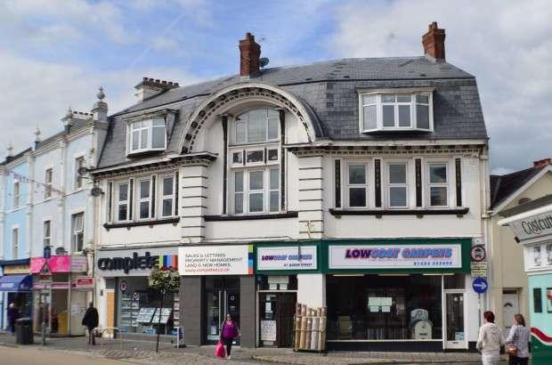 2 Bedrooms Flat for sale in First Floor Flat, Queen Street, Newton Abbot, TQ12