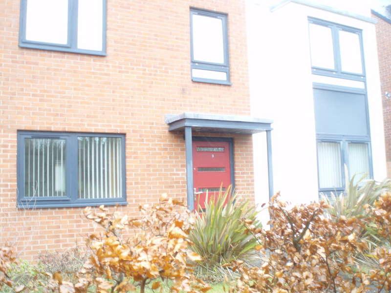 5 Bedrooms Detached House for rent in Carlington Walk, Greenside, NE13 9AN