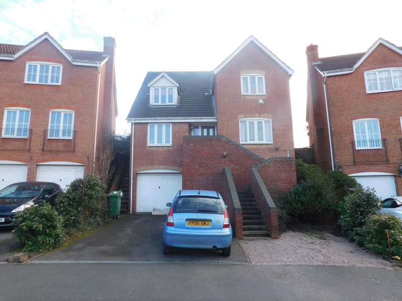 4 Bedrooms Detached House for sale in Halstead Close, Forest Town