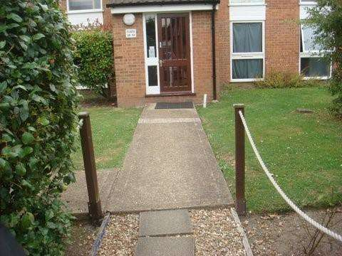 2 Bedrooms Flat for sale in Ickenham UB10