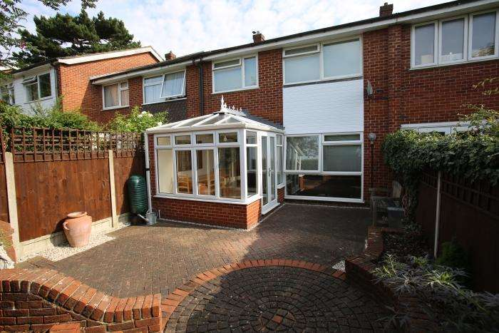 3 Bedrooms Terraced House for sale in STATION ROAD, EPPING CM16