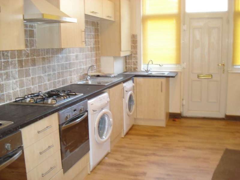 9 Bedrooms Terraced House for rent in Moorland Avenue, Hyde Park