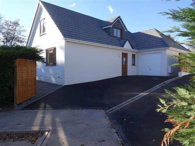 4 Bedrooms Detached House for sale in Maple Close, Willand EX15 2SP
