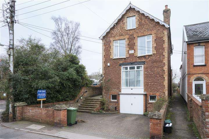 5 Bedrooms Detached House for sale in 13 Courtland Road, Wellington TA21
