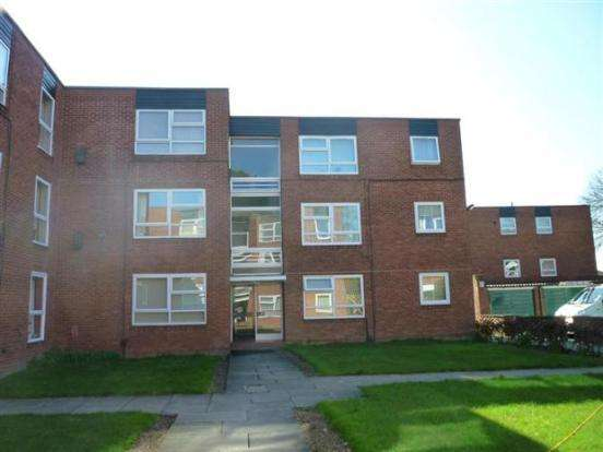 2 Bedrooms Flat for sale in Montagu Court LS8