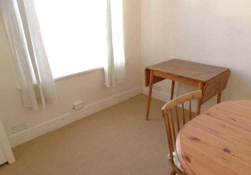 2 Bedrooms Terraced House for sale in Londesborough Road, Southsea PO4