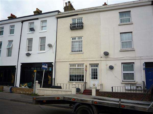 4 Bedrooms Terraced House for sale in London Road, Northfleet, Gravesend