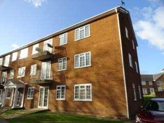 2 Bedrooms Flat for sale in Bangor, Gwynedd LL57