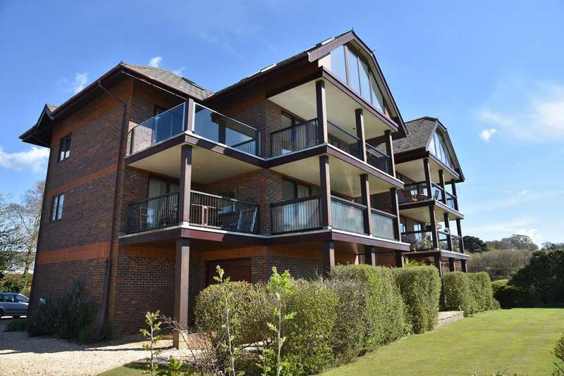 2 Bedrooms Penthouse Flat for rent in Island Point, Undershore Road, Lymington SO41