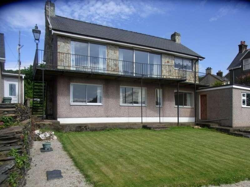3 Bedrooms Detached House for sale in Penrhyndeudraeth, Gwynedd LL48