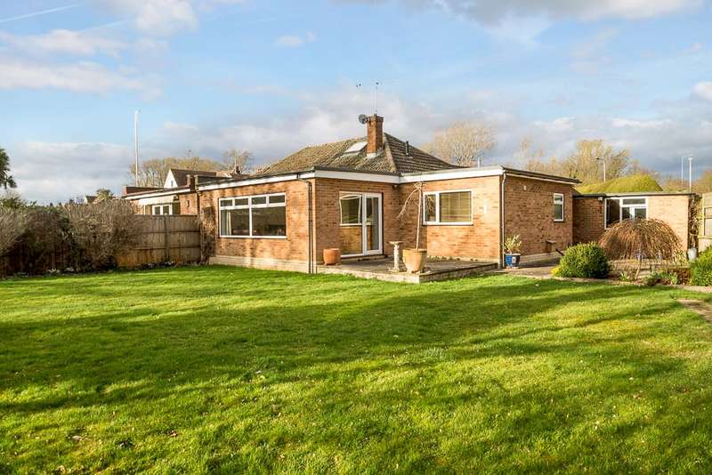 4 Bedrooms Detached Bungalow for sale in Wraysbury Road, Wraysbury, Staines, TW19