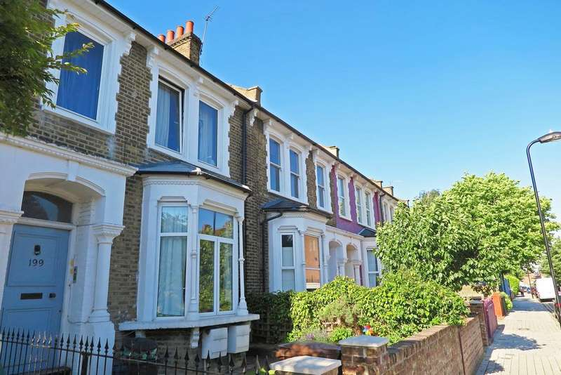 3 Bedrooms Flat for sale in Brooke Road, Hackney E5