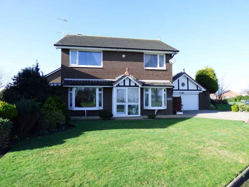 3 Bedrooms Detached House for sale in Jubilee Way, Lytham.