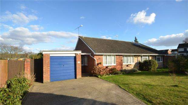 2 Bedrooms Semi Detached Bungalow for sale in Aylesham Way, Yateley, Hampshire