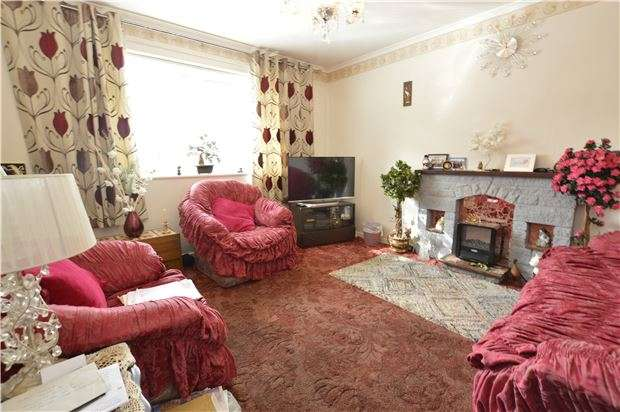 3 Bedrooms End Of Terrace House for sale in Dragon Road, Winterbourne, BRISTOL, BS36 1BL
