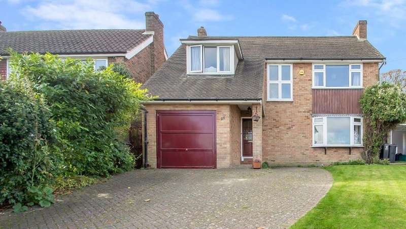 5 Bedrooms Detached House for sale in Ellenbridge Way, Sanderstead, Surrey, CR2 0EW