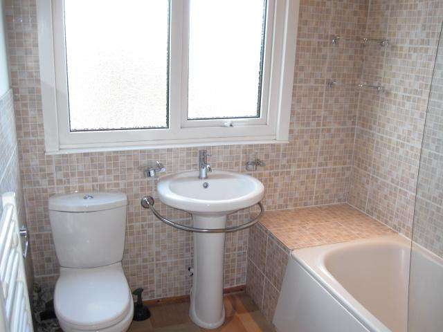 3 Bedrooms Semi Detached House for sale in Primley Park Close