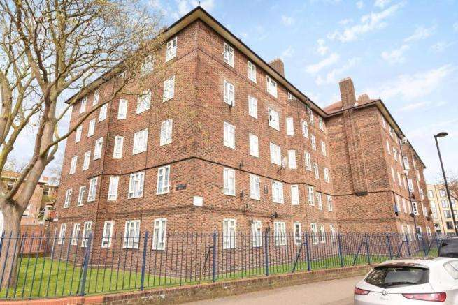 2 Bedrooms Flat for sale in Cowley Road, Stockwell, London sw9