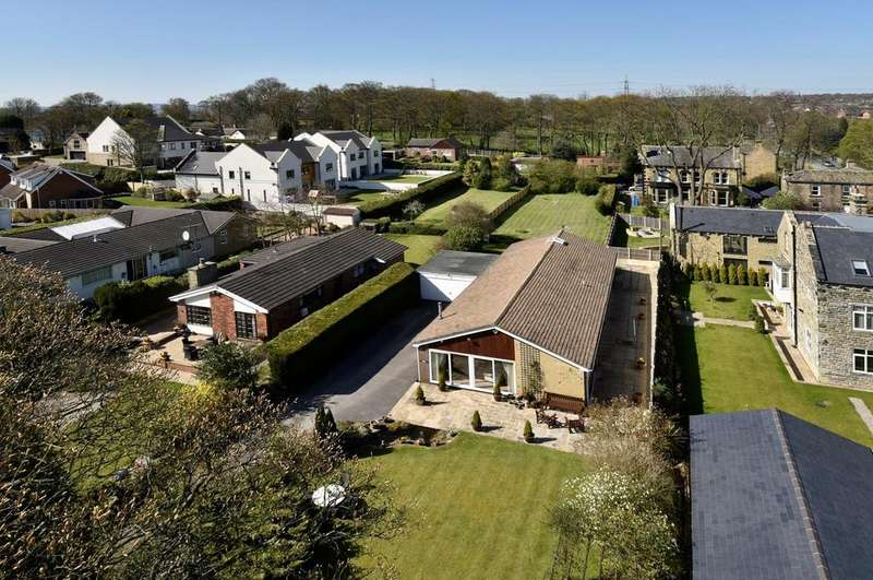 5 Bedrooms Detached Bungalow for sale in Latham Lane, Gomersal, BD19 4AL