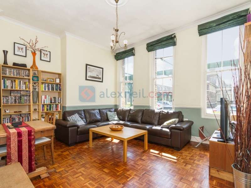 1 Bedroom Flat for sale in Shooters Hill Road, Woolwich SE18