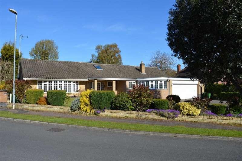 5 Bedrooms Detached Bungalow for sale in Oaks Way, Oadby