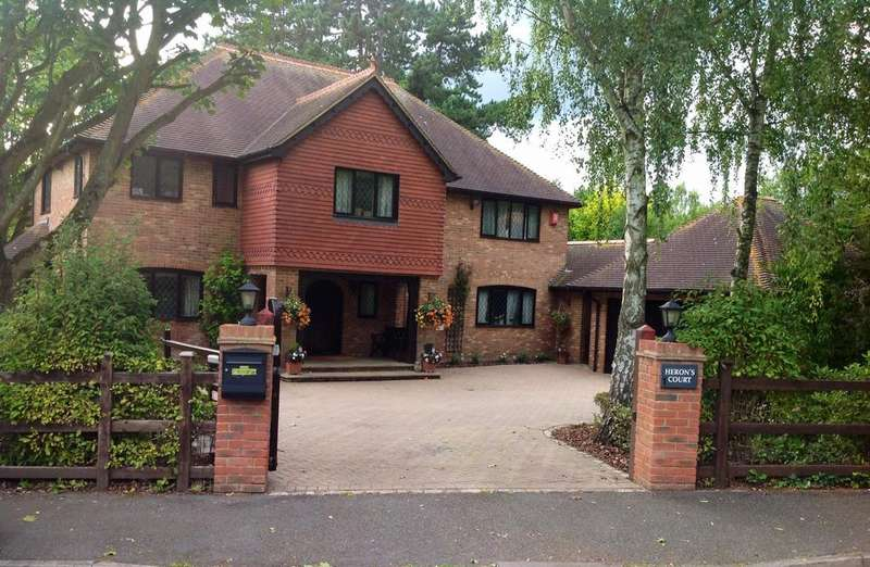 5 Bedrooms Detached House for sale in Wooburn Green