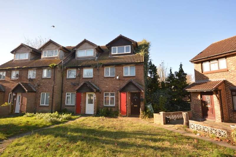 2 Bedrooms Flat for sale in Bernal Close, North Thamesmead , London, SE28