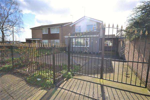 3 Bedrooms Detached House for sale in Pepys Close, Tilbury