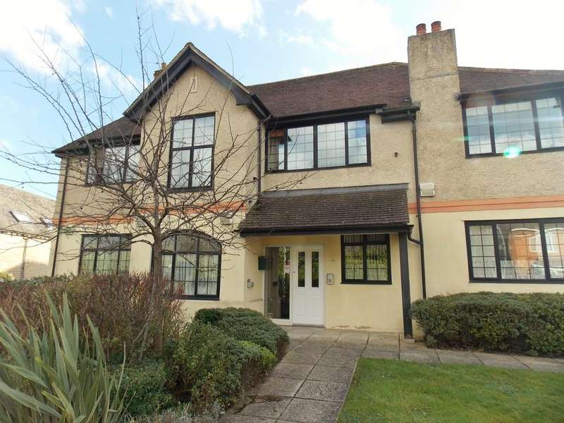 2 Bedrooms Apartment Flat for sale in Ely Court, Wroughton