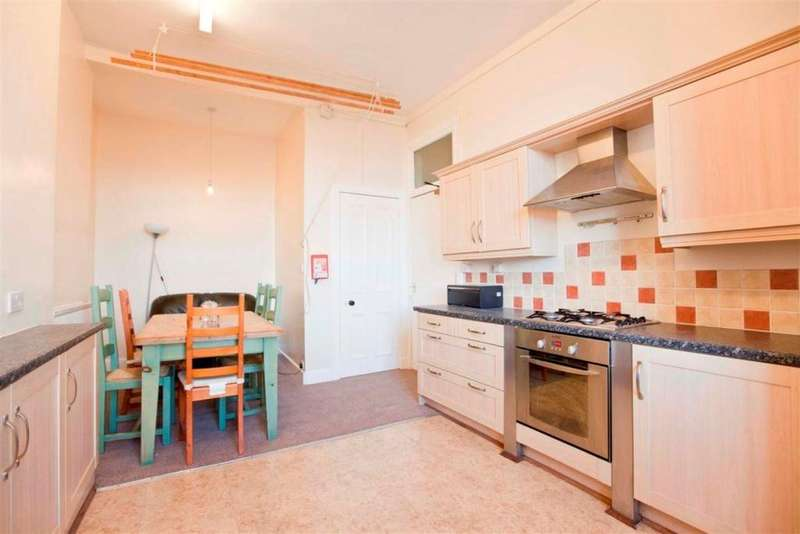 4 Bedrooms Flat for rent in Strathearn Road