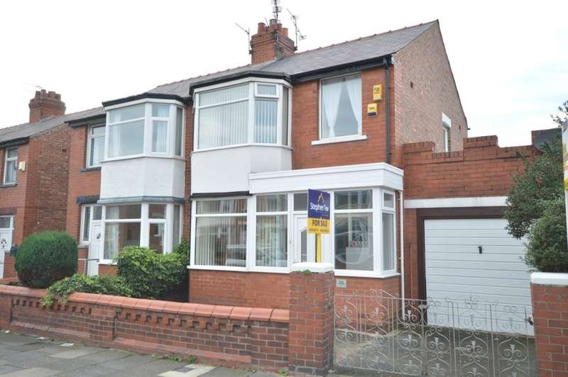 3 Bedrooms Semi Detached House for sale in Finsbury Avenue, Blackpool