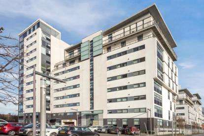 2 Bedrooms Flat for sale in Castlebank Place, Glasgow Harbour