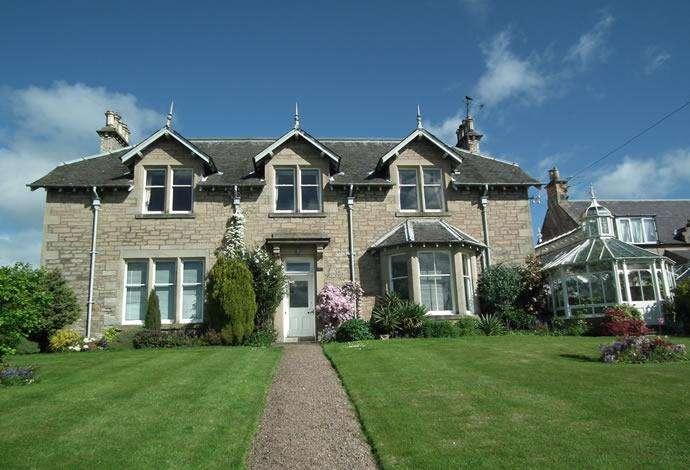 5 Bedrooms Detached House for sale in Hillside, 15 Teindhillgreen, Duns, TD11 3DX
