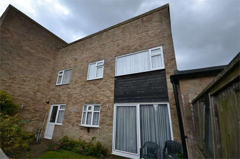 3 Bedrooms Terraced House for sale in Norton Close, Corringham, Stanford-le-Hope, SS17
