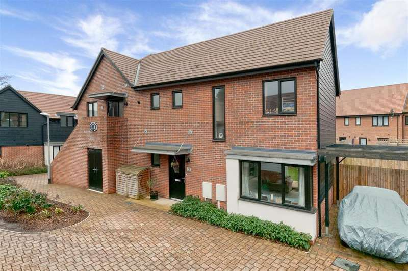 3 Bedrooms Semi Detached House for sale in Bluegown Avenue, Leybourne, ME19 5FN