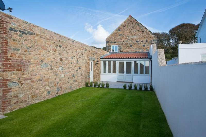 4 Bedrooms Barn Conversion Character Property for sale in Rue de La Hougue, Castel, Guernsey