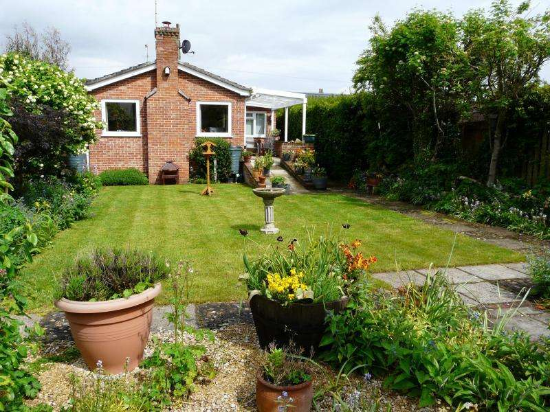 3 Bedrooms Detached House for sale in Church Street, Hungerford, RG17
